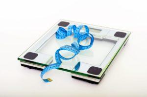 bascula peso ana dietista 300x199 - ¿Con que frecuencia crees que nos deberíamos pesar?